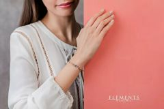 Hand model for Elements gioielli